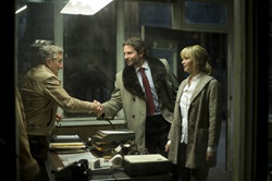 Robert De Niro, Bradley Cooper, and Jennifer Lawrence in 'Joy'