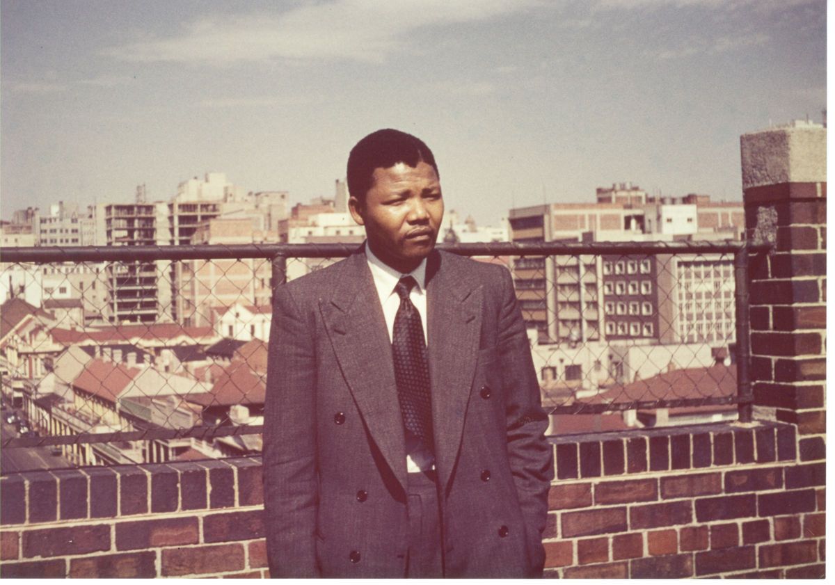 Nelson Mandela on the roof of Kholvad House in 1953. (Image- © Herbert Shore, courtesy of the Ahmed Kathrada Foundation)