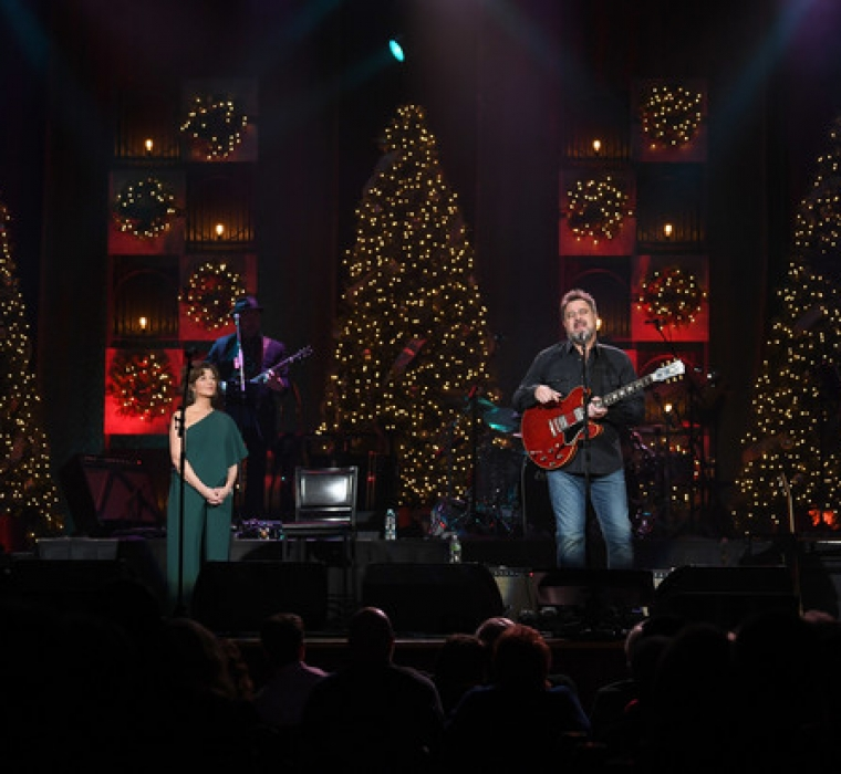 Amy Grant And Vince Gill - Christmas At The Ryman - Amy Grant and Vince Gill perform during Christmas at The Ryman at the Ryman Auditorium on November 28 2018 in Nashville, Tennessee