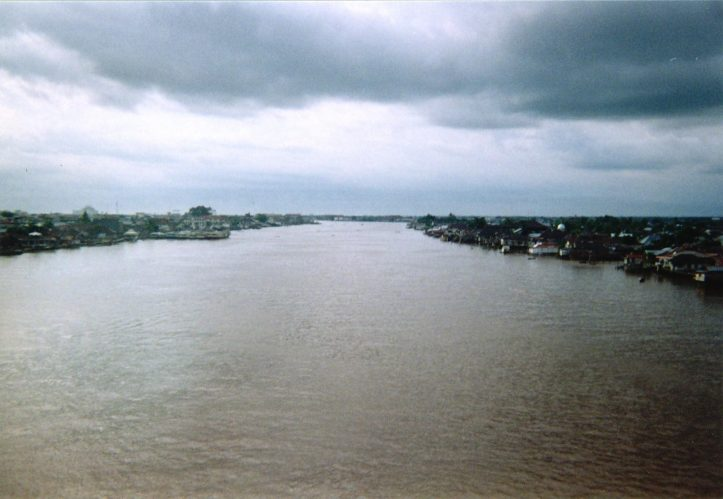 Kapuas River (Image: Roisterer, March 1998)