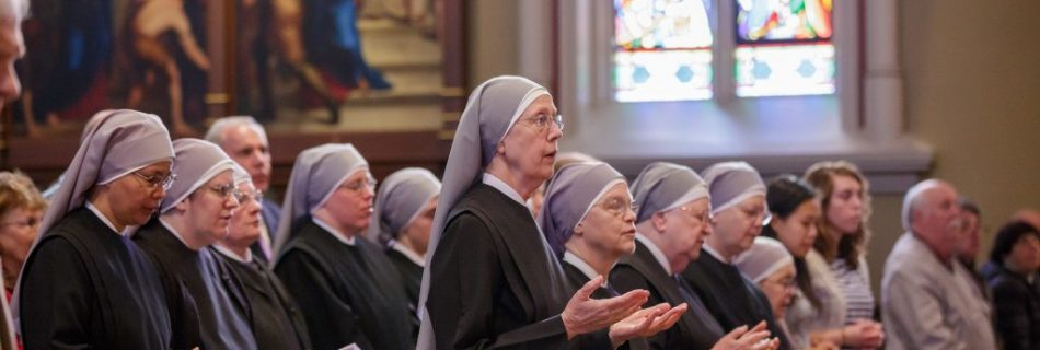 Members of the Little Sisters of the Poor pray during Mass at the Basilica of the Sacred Heart at the University of Notre Dame in Indiana April 9, 2016. (Credit: CNS photo/Peter Ringenberg, Notre Dame Center for Ethics and Culture).